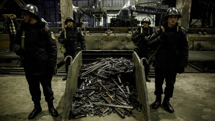Pentru stabilitate şi pace! Moldova a distrus peste 1.000 de arme (FOTOREPORT)