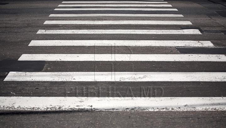 Măsuri întârziate. Trecerea de pietoni ucigașă de la Măgdăcești are acum indicatoare rutiere (FOTO)