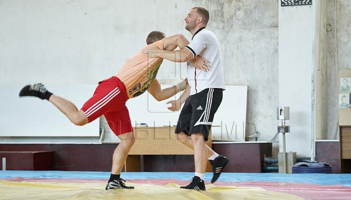 Boxerii moldoveni speră la două cote olimpice în 2016