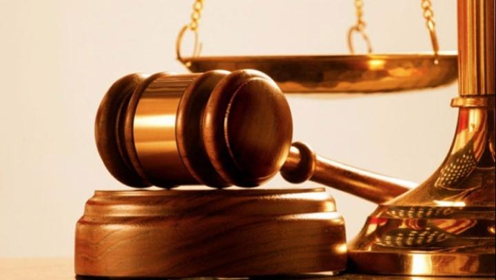 Un bărbat care și-a părăsit iubita a fost obligat de instanță să-i plătească daune