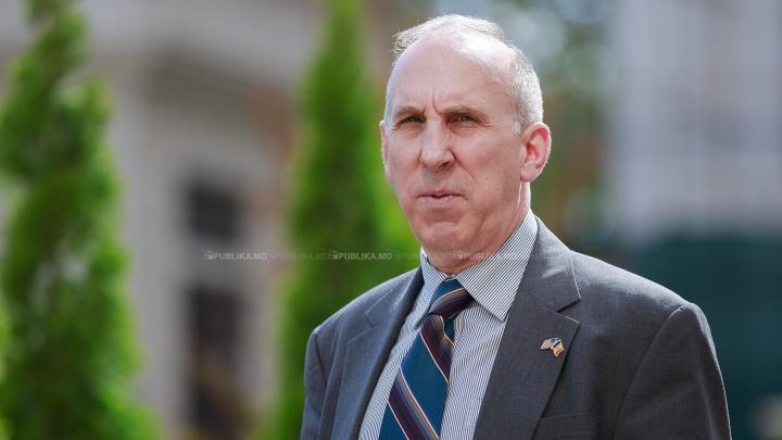 Ambasadorul SUA se întreabă dacă cineva se mai gândește la poporul moldovean
