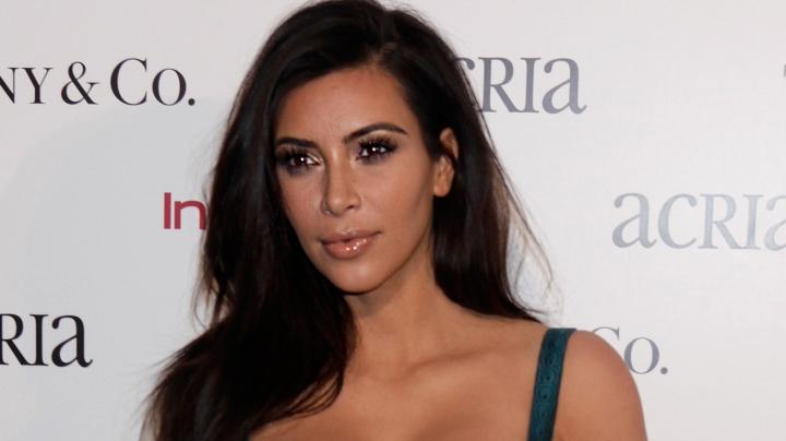 Kim Kardashian ŞOCHEAZĂ din nou! Motivul pentru care vedeta îşi mănâncă placenta este UIMITOR