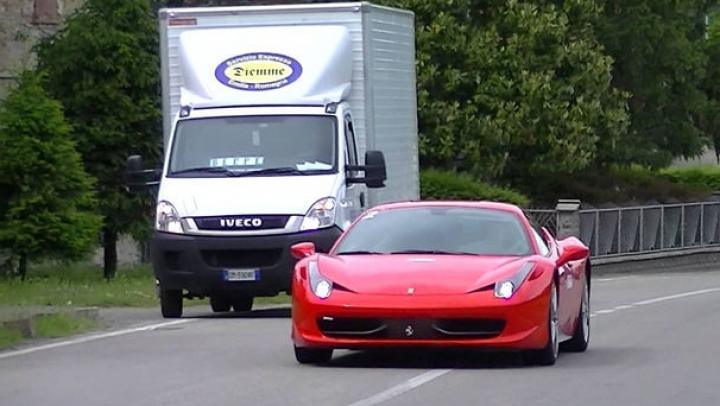 Tensiuni acasă la Ferrari: locuitorii din Maranello, exasperați de sunetele motoarelor turate de turiști pe străzile orașului