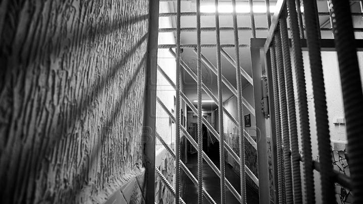 Bărbat din Criuleni condamnat la închisoare. Groaznic ce i-a putut face propriului tată