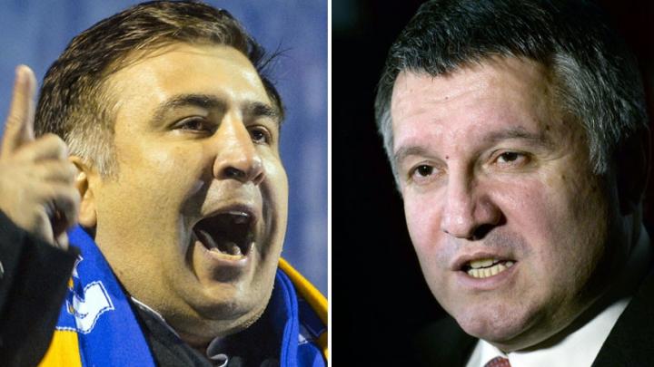 SCANDAL la vârf în Ucraina! Ministrul de Interne i-a aruncat un pahar de apă în faţă lui Saakaşvili