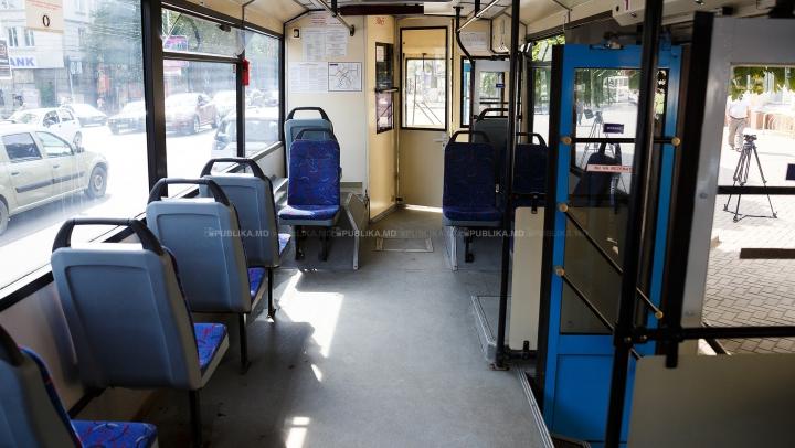 (VIDEO) Ştiai câtă mizerie se ascunde într-un scaun din transportul public? Imaginile te vor UIMI