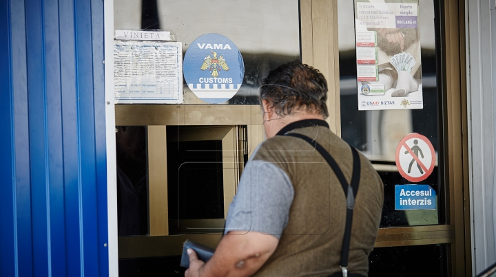 Vameşii au confiscat un lot de mărfuri care nu au fost declarate de un şofer de microbuz la Leuşeni