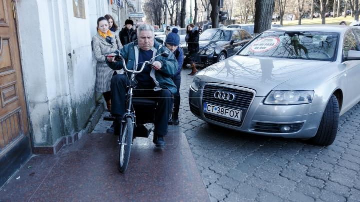 Au parcat ca în România și au fost pedepsiți. Ce au pățit câțiva șoferi din Chișinău (FOTOREPORT)
