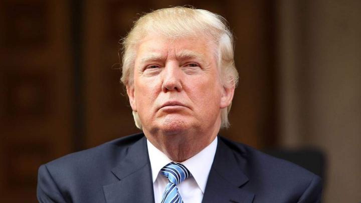 Donald Trump, ATACAT de un vultur în timpul unei şedinţe foto pentru revista Time (VIDEO)