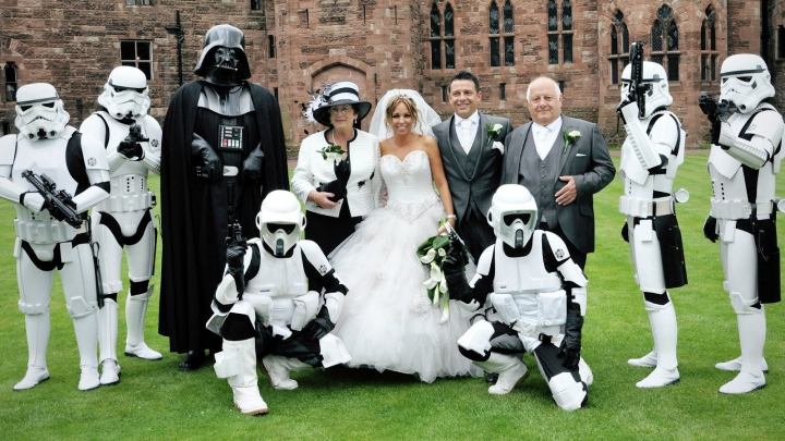 Nuntă neobişnuită în Australia. Darth Vader a condus o mireasă la altar