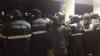 Un protestatar violent a fost reţinut de forţele de ordine în faţa Parlamentului (VIDEO)