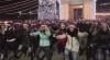 FLASHMOB GRANDIOS în centrul Capitalei. Ce au făcut zeci de crăciunei și crăciunițe (VIDEO)