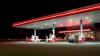 ACCIDENT GROAZNIC la o benzinărie! O femeie, la un pas de a fi strivită de o mașină (VIDEO)