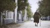 CAZ ŞOCANT! O bătrână din raionul Rezina, BĂTUTĂ ŞI VIOLATĂ de un minor şi tatăl acestuia