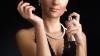 TRUCURI UTILE: Pe ce zone ale corpului trebuie să te dai cu parfum ca să reziste cât mai mult timp