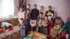 """BUCURIE FĂRĂ MARGINI! O familie cu opt copii a primit daruri de la compania """"General Media Group"""" (FOTO)"""