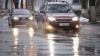 SFATURI UTILE: Cum să conduceţi în siguranţă pe carosabilul umed