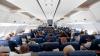 Un zbor obişnuit cu avionul a devenit VIRAL. Ce au făcut câţiva pasageri este FENOMENAL