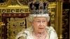 Regina Marii Britanii, ovaționată de zeci de mii de oameni pe străzile din Londra