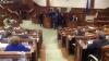 CEARTĂ ȘI ÎMBRÂNCELI în Parlament în timpul prezentării programului noului Guvern