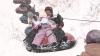 Distracţie în ziua de Crăciun: Chiote pe pârtia de la Dănceni şi sănii trase de maşini (VIDEO)