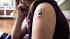 Medicina, în pas cu tehnologia. A fost inventat tatuajul electronic care supraveghează sănătatea (VIDEO)
