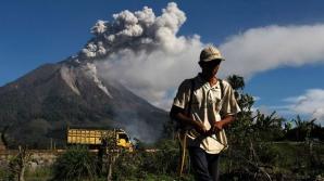 Peste 42.700 de persoane din INDONEZIA , au fost evacuate în fața posibilei erupții a vulcanului Agung din insula Bali