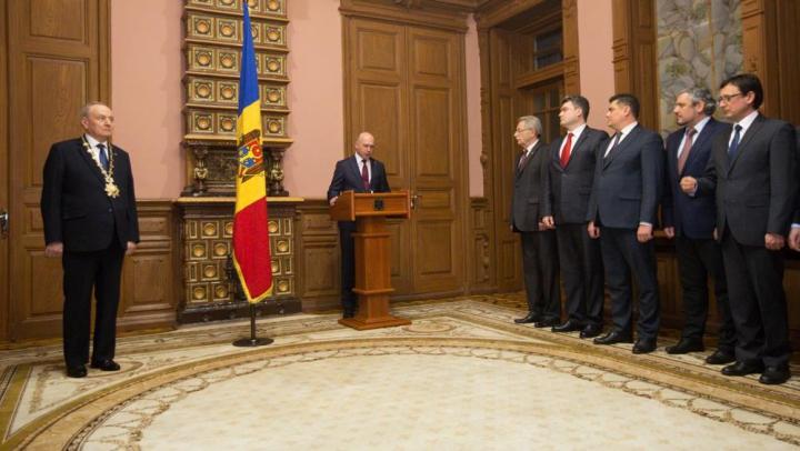 (FOTO) Guvernul Filip a depus jurământul în faţa şefului statului. APELUL lui Nicolae Timofti către cetățeni
