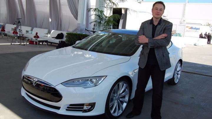Vin vremuri grele pentru maşinile Tesla. Cauza anunţată de Elon Musk