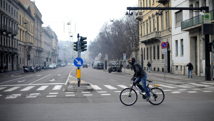 Alertă de poluare în Germania! Locuitorii orașului Stuttgart au fost rugați să lase mașinile acasă