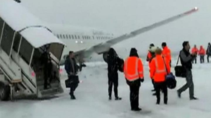 Incident aviatic în România. Un avion a ratat aterizarea și a ieșit de pe pistă (FOTO)