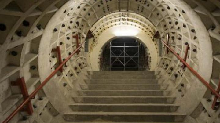 TUNELUL SECRET construit la 30 de metri sub pământ. Cum arată buncărul ce poate adăposti mii de oameni (FOTO)