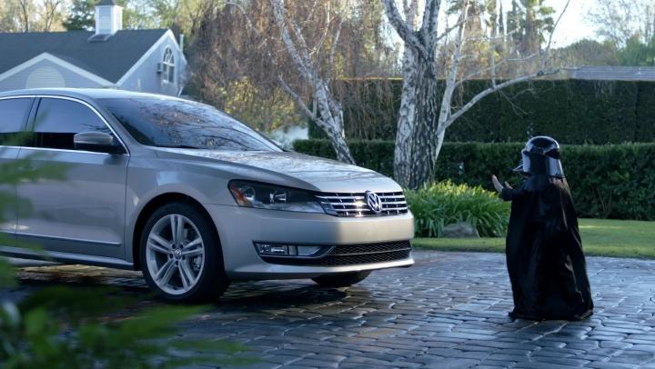 Noua reclamă Volkswagen e genială! Spotul promovează noul sistem de asistenţă