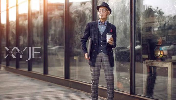 """Şi-a transformat bunicul într-o """"icoană a modei"""". Fermierul de 85 de ani care a devenit vedetă"""