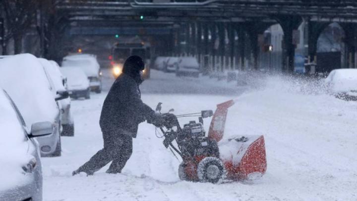 Zăpada i-a pus pe distracție! Americanii au inventat un nou sport (VIDEO VIRAL)