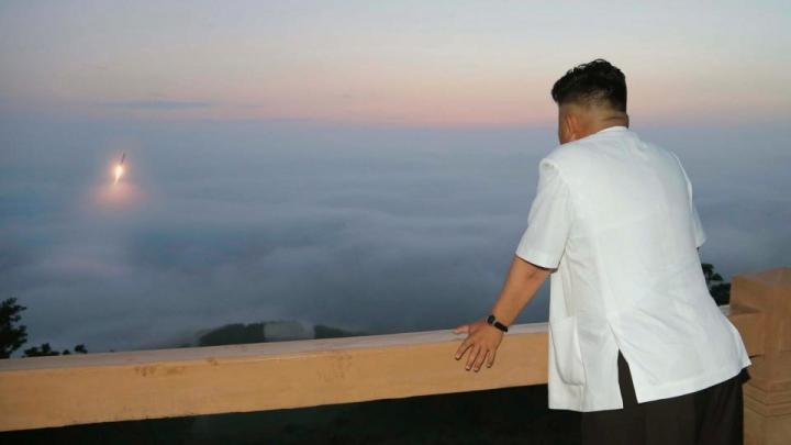 Coreea de Nord, mai puternică ca niciodată. Ar fi lansat astăzi o rachetă de pe un submarin (VIDEO)