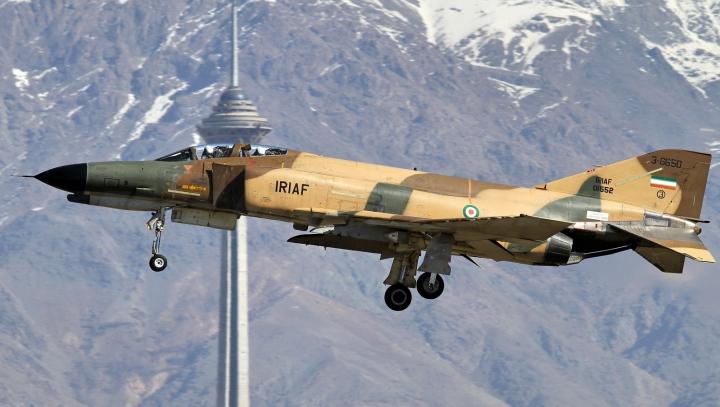 Un avion militar s-a prăbușit în sud-estul Iranului. Toți membrii echipajului și-au pierdut viața