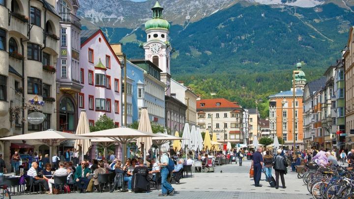 O capitală europeană a angajat oameni ai străzii în calitate de ghizi turistici
