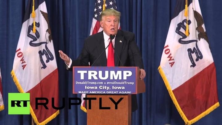 (VIDEO) Donald Trump a fost ATACAT CU ROŞII de mulţime în timp ce susţinea un discurs