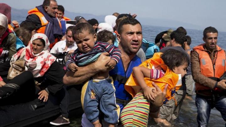 Un traficant de imigranți, filmat în timp ce purta negocieri. Ce condiții punea celor care vor în Europa