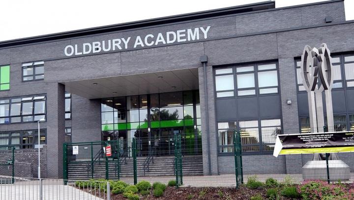 ALERTĂ în Marea Britanie. Patru școli au fost evacuate în urma unei amenințări cu bombă