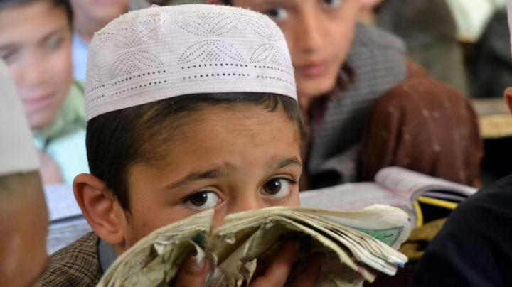 CAZ BIZAR! Un adolescent acuzat de blasfemie și-a tăiat mâna. REACȚIA ȘOCANTĂ a tatălui