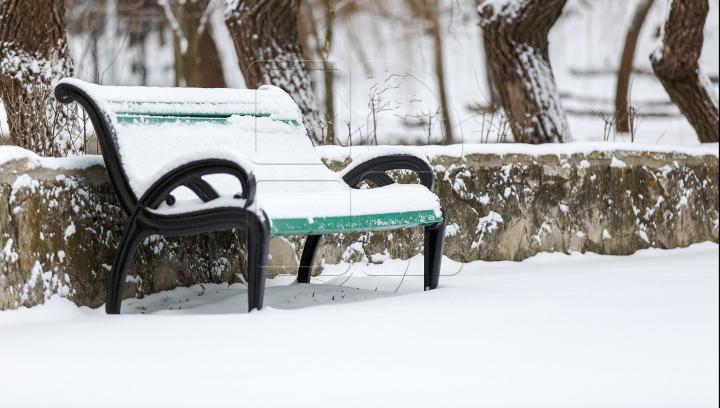 TEMPERATURI DE PÂNĂ LA MINUS 19 grade Celsius, în următoarele zile. Când vor conteni ninsorile