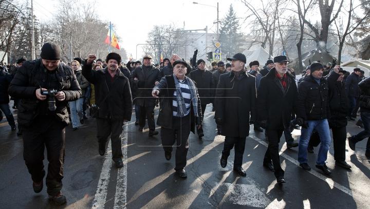 Protestatarii conduși de Usatîi, Dodon și Platforma DA au blocat DOUĂ INTRĂRI PRINCIPALE în Chișinău