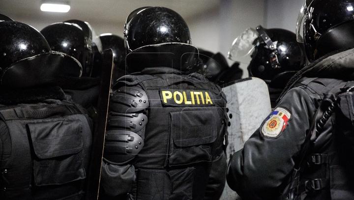 """""""Unii dintre noi lucrează la poliție și alții sunt polițiști"""" Protestele, văzute prin ochii """"unui om al legii"""""""