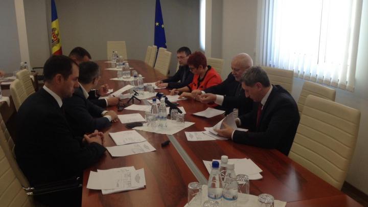 Viitorii miniştri vor semna declaraţia de integritate. Propunerea făcută de Sergiu Sîrbu