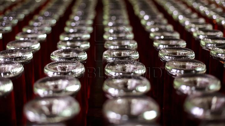 Bei vin îmbuteliat în sticle? DESCOPERIREA de ultimă oră a unor cercetători americani