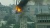 IMAGINI DE GROAZĂ: O macara din preajma unui bloc de construcţie a luat foc (VIDEO)