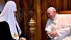 S-A SCRIS ISTORIE: Întâlnire aşteptată de aproape 1000 de ani! Patriarhul și Papa şi-au dat mâna