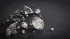 INCREDIBIL. O româncă se laudă că a găsit diamante în pantalonii cumpărați de la second-hand